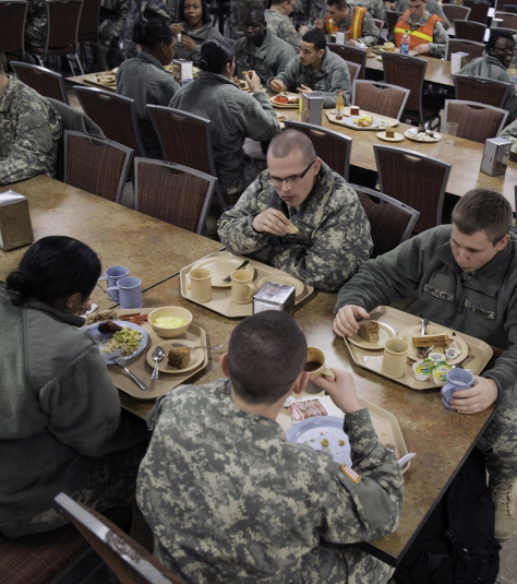 Soldiers dine at Fort Lee.