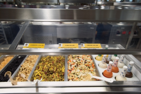 Color-coded labels on serving lines show nutritional value under the Army's Go for Green program, which uses standard traffic signal colors.